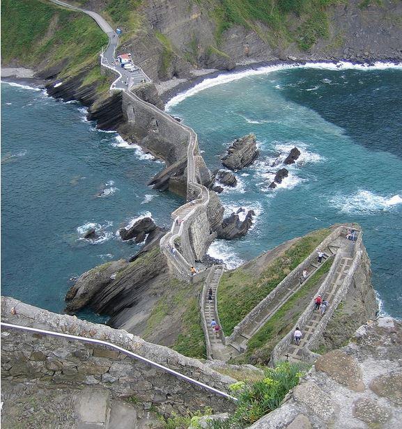 Escaleras sobre el mar