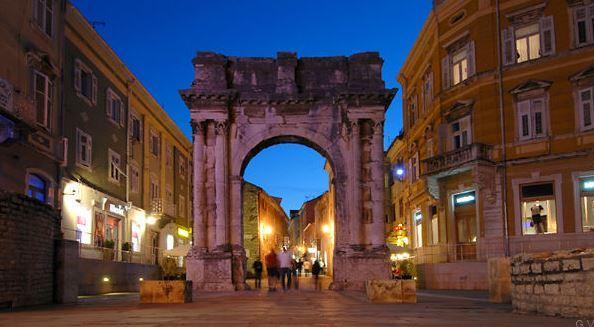 Visitar Pula Croacia Puerta Hercules