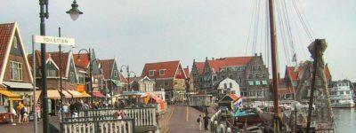 Volendam un pueblo de montaña cerca de Amsterdam