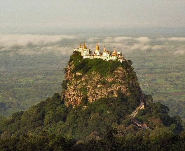Monasterio budista de Taung Kalat
