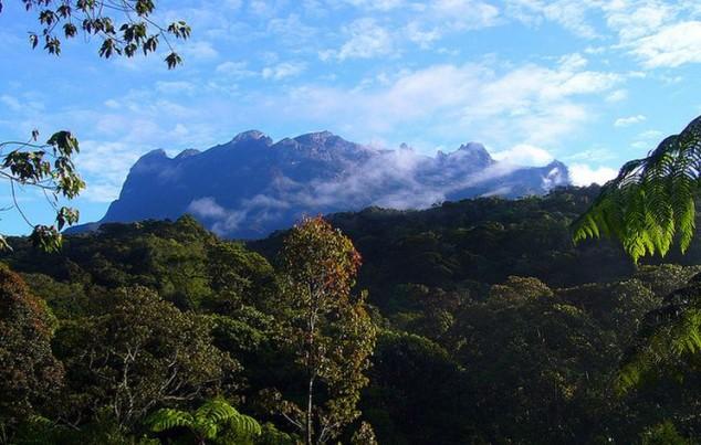 Monte Kinabalu es la montaña más alta de Borneo