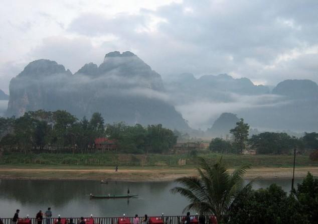 Vang Vieng es un pueblo ribereño