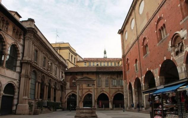 Visitar en Milan Italia Piazza Mercanti