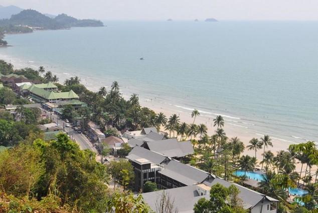 bonita playa situada en Ko Chang