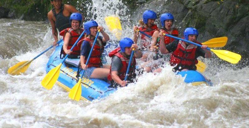 rafting o descenso de ríos en balsa neumática galicia