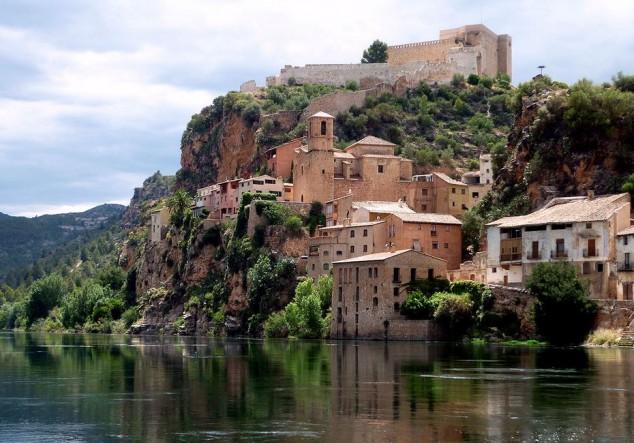 Miravet, recorriendo uno de lo pueblos antiguos de Cataluña