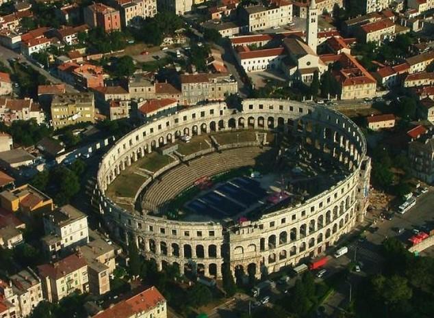 La arena de Pula Croacia