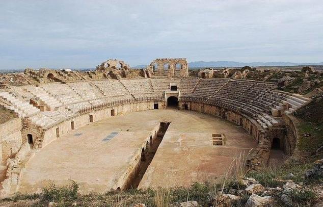 Uthina Anfiteatro romano