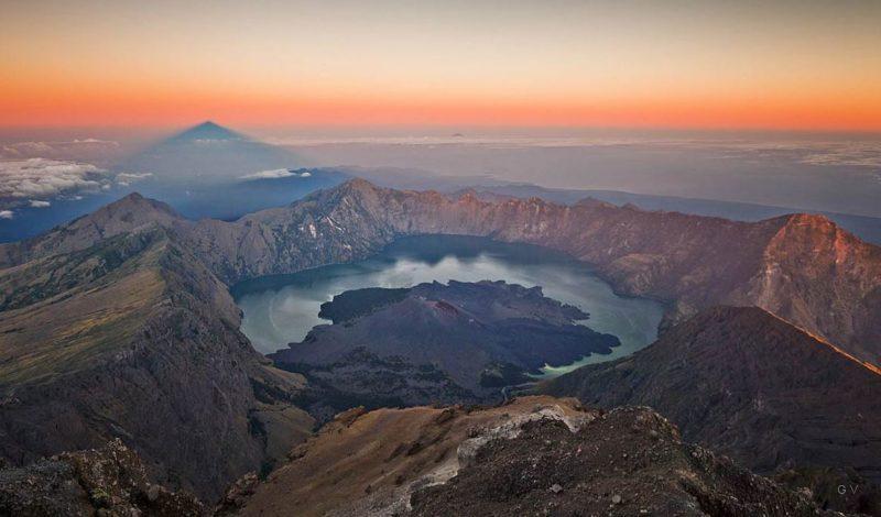 subida al volcan rinjani indonesia