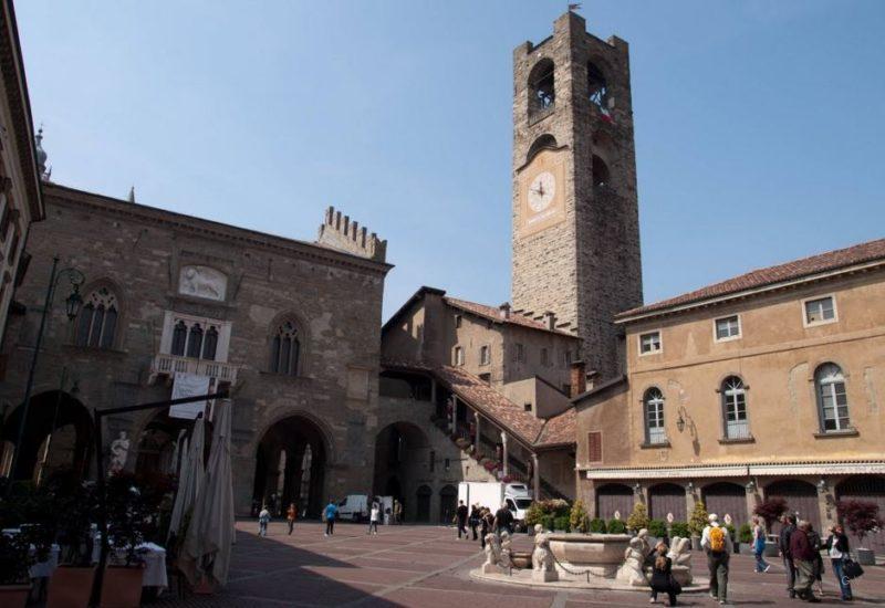 piazza vecchia en bergamo italia