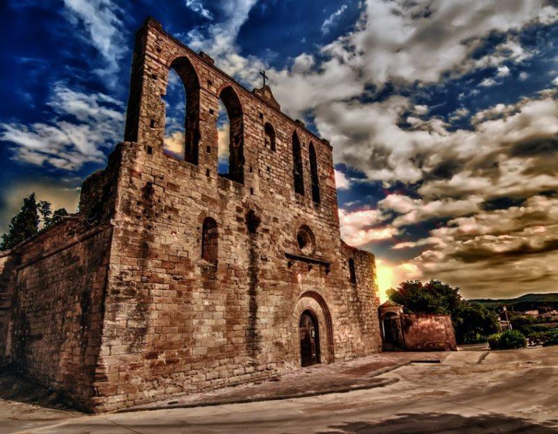 iglesia san sebastian peratallada
