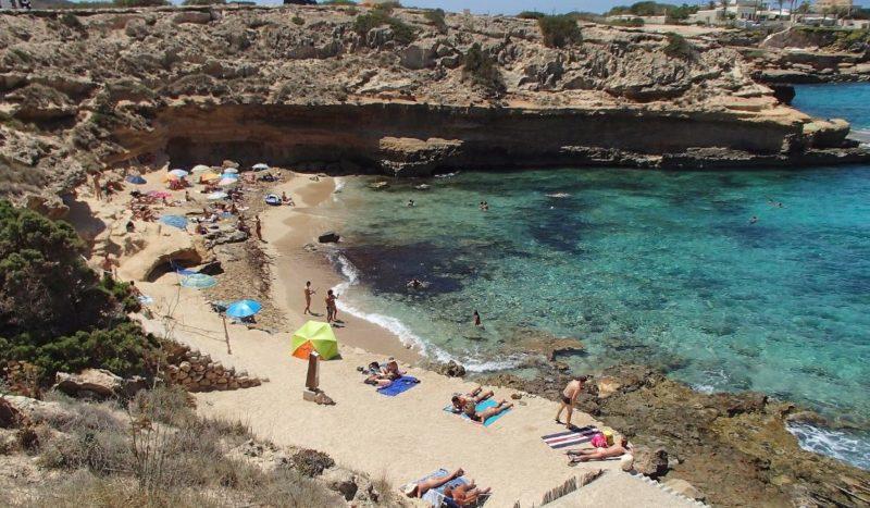 playa naturista espalmador