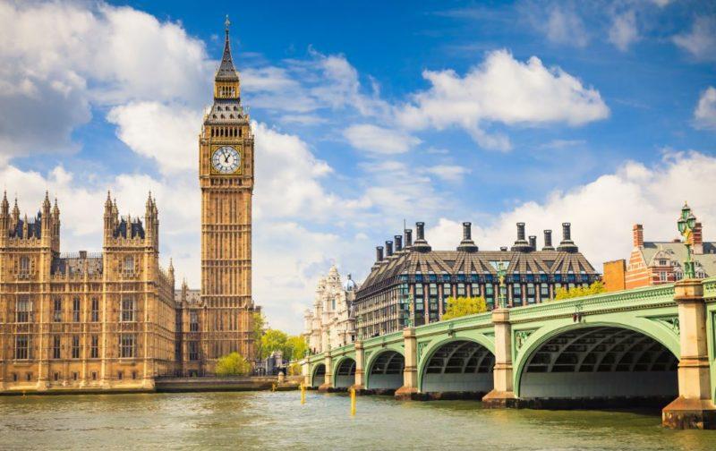 Big Ben la famosa gran campana del reloj úbicada al lado noroeste del Palacio de Westminster