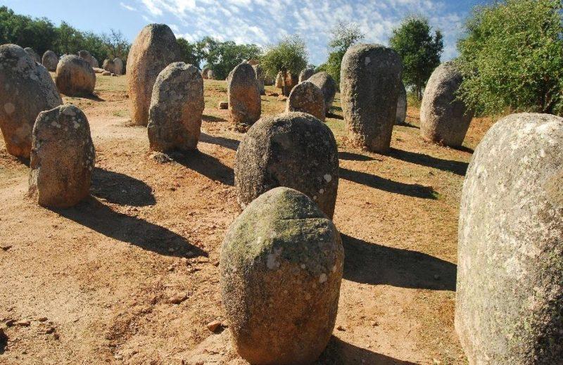 almendres-cromlech-evora-portugal