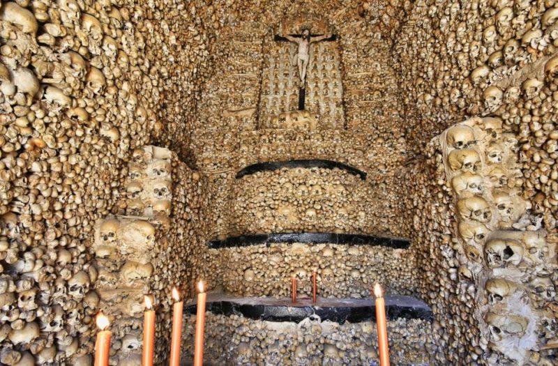 capela-dos-ossos-evora-portugal