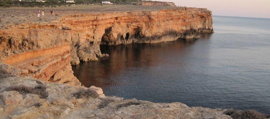 Alquilar un coche para recorrer Formentera