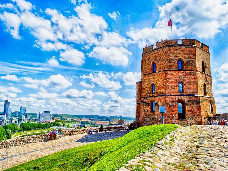La torre de Gediminas y el castillo de Vilna